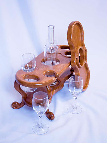 Винница из дерева на 4 бокала и 1 бутылку