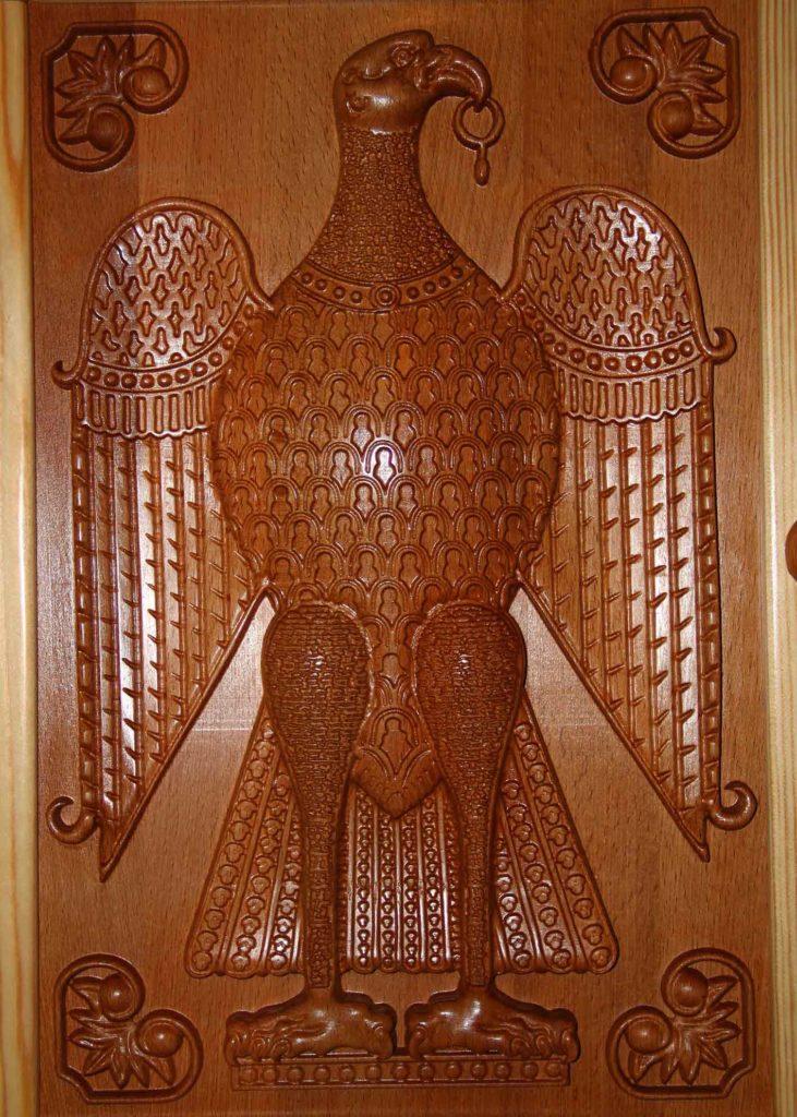 КБ Рукоделки: подарки и изделия из дерева на заказ Настенный шкаф для украшений «Византия» с тканевой отделкой внутренних поверхностей