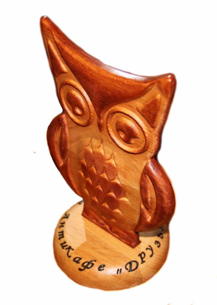 КБ Рукоделки: подарки и изделия из дерева на заказ Деревянная призовая сова игры «Что? Где? Когда?»