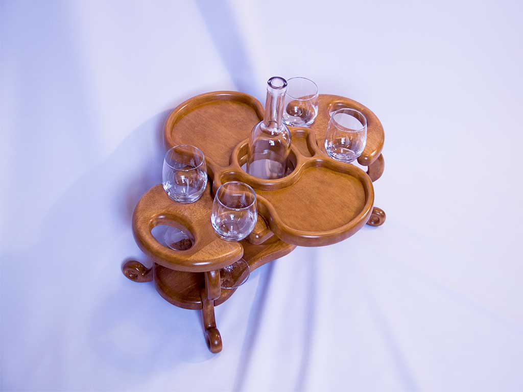 КБ Рукоделки: подарки и изделия из дерева на заказ Винный столик на четыре бокала и одну бутылку со съёмной тарелкой-подносом