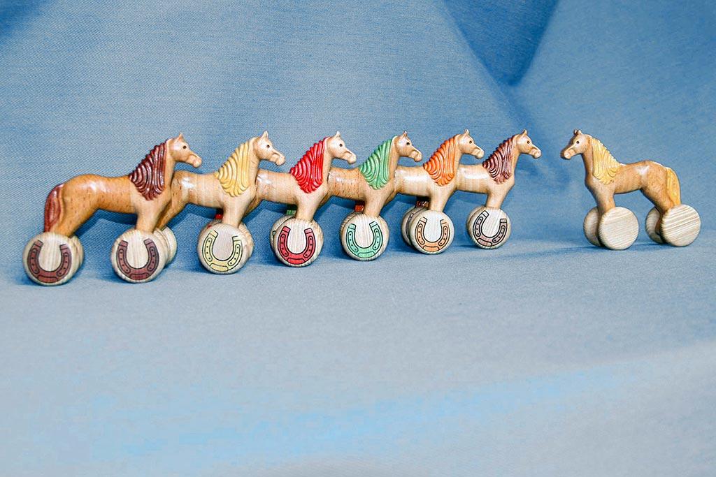 КБ Рукоделки: подарки и изделия из дерева на заказ Деревянная игрушка «Лошадка-каталка»